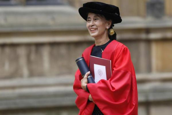"Oxford Lucuti Penghargaan ""Freedom of Oxford"" Aung San Suu Kyi"