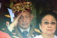 Kapolri Jenderal Tito Karnavian tampak terlihat tertidur saat upacara pengibaran Bendera Merah Putih menyambut Hari Ulang Tahun (HUT) ke-73 Kemerdekaan Indonesia, di Istana Negara, Jumat (17/8).
