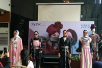 Koleksi Dian Pelangi Melenggang di New York Fashion Week 2019