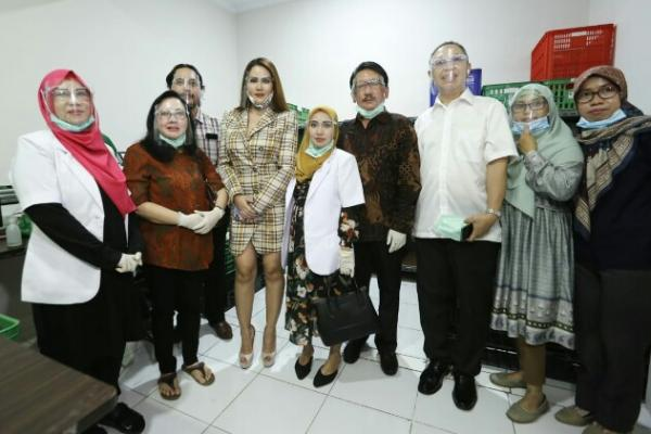 Gandeng Nita Thalia, Queen Beauty Clinic Kenalkan D`Queena Cosmetics
