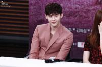 Raih 10 Juta Follower, Lee Jong Suk Ukir Rekor
