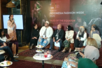 Borneo dalam Busana di Indonesia Fashion Week 2020