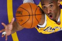 Kenang Kobe Bryant, Pencinta Basket Padati Staples Center